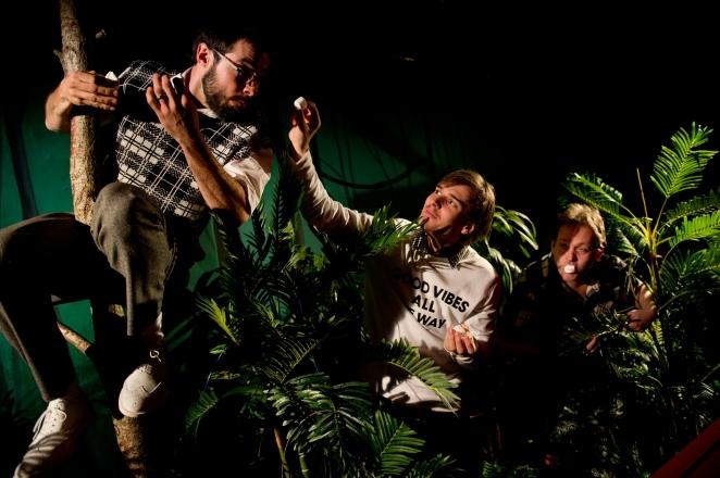 """Presseudsendelse kan frit anvendes ved omtale af: Aalborg teater """"Civilisationenens Historie"""" Caspar Juel Berg, Kasper Dalsgaard og Allan Helge Jensen Dato: 04.05.16 Foto: © Lars Horn / Baghuset."""